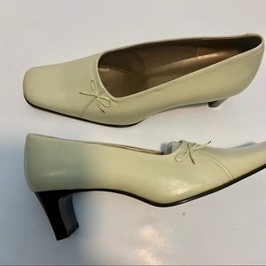 Vero Cuoio New Bella Italian Leather Cream Pumps